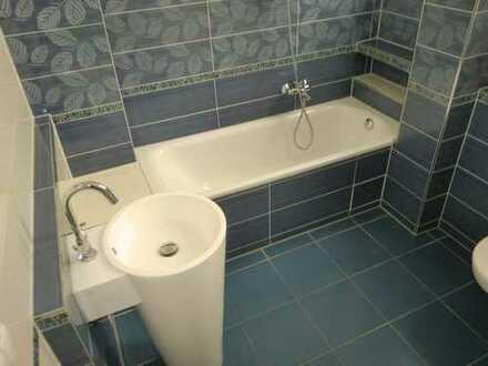 großzügig geschnittene 2 ZKB Wohnung mit tollem Bad