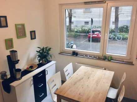Direkt an der Uni: WG-fähige-2-Zimmer-Erdgeschosswohnung mit 2 Balkonen zur studentischen Nutzung