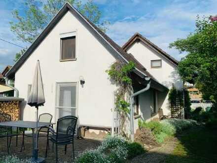 Provisionsfrei - Interessantes Einfamilienhaus mit Terrasse und Garten in Neuenburg am Rhein