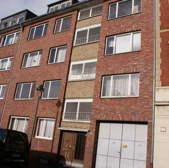 Erstbezug nach Sanierung mit Balkon: exklusive 3-Zimmer-Wohnung in Düsseldorf + Garage