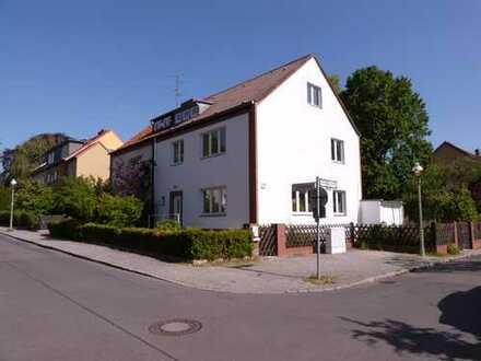Sanierte Doppelhaushälfte in bester Lage im Eichkamp (Charlottenburg)