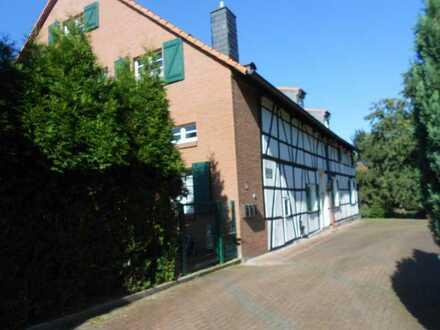 ca. 140 m²-150 m² helle Maisonetten Wohnung auf einem ehem. Gutshof mitten im Landschsch. Gebiet