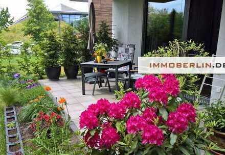 IMMOBERLIN: Moderne Wohnung mit Südwestterrasse & Garten am Park