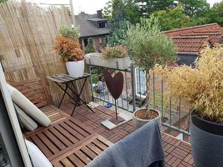 Biete ein WG Zimmer 50765 Köln, 77m2 Wohnung mit Balkon wird ein Zimmer frei (ca20m2/ Dachgeschoss,