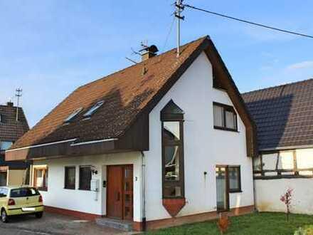 Gemütliches und praktisches Zweifamilienhaus in ruhiger Lage!