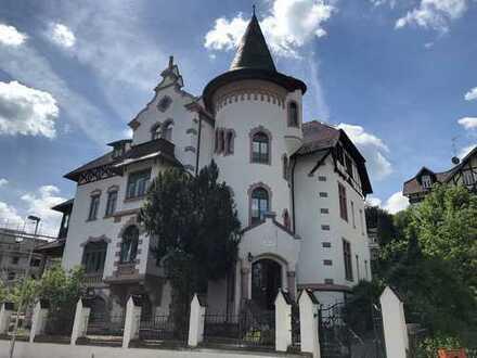 Imposantes Mehrfamilienhaus als Einzeldenkmal im Villenviertel