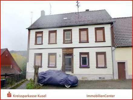 ZWANGSVERSTEIGERUNG: Einfamilienhaus mit zwei Garagen