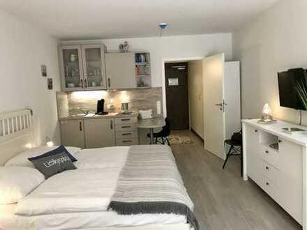 Stilvolle, vollständig renovierte 1-Zimmer-Wohnung mit Balkon und EBK in Glücksburg (Ostsee)