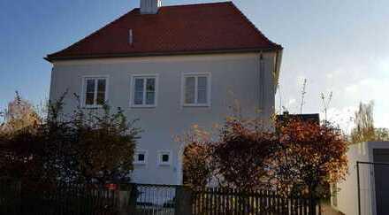 Schönes neu renoviertes EF-Haus mit fünf Zimmern zentral in Freising