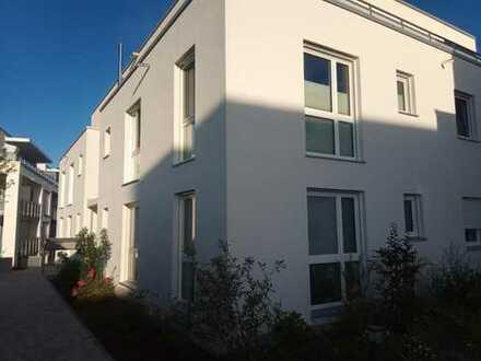 Von Privat: Erstbezug mit Balkon und Blick ins Ampertal: exklusive 4-Zimmer-Wohnung in Moosburg