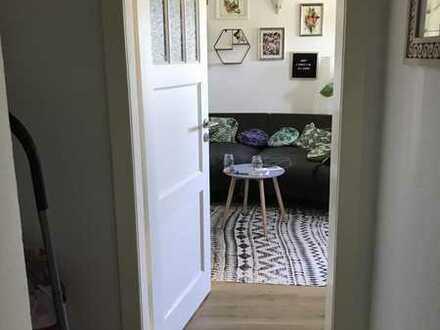 2 Zimmer, komplett saniert, hell u. zentral