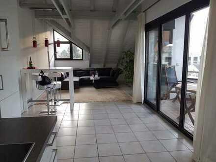 Von privat: Moderne und lichtdurchflutete 2-Zimmer- Dachgeschosswohnung in Aschaffenburg, Stadt