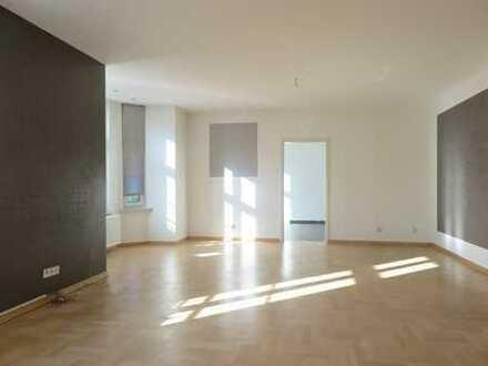 2,5 Zimmer-Wohnung mit Parkett und Top-Badezimmer mit Duschwanne!