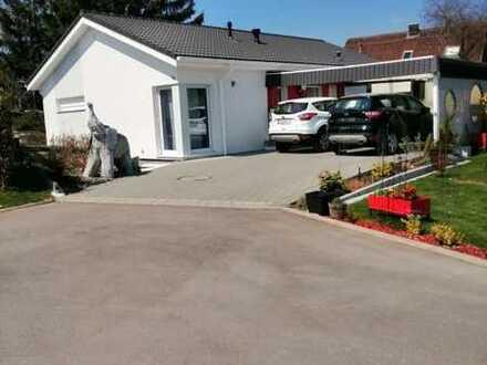 Einfamilien- Niedrigenergiehaus mit Doppelcarport, Abfalldepot-Anbau, Wintergarten, Gästehäuschen