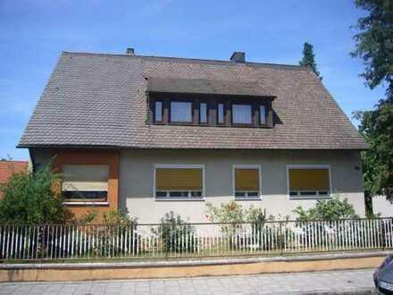 Aus Betreuung/Gebotsverfahren: Zweifamilienhaus in 90547 Stein, Neuwerker Weg / Doppelgarage / Leer
