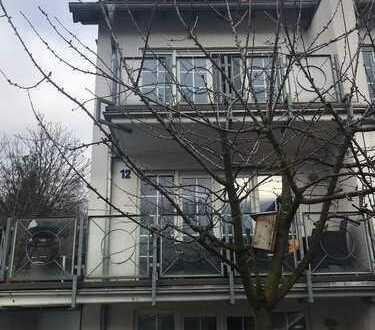 Schönes, helles Haus mit sechs Zimmern und großer Terrasse.