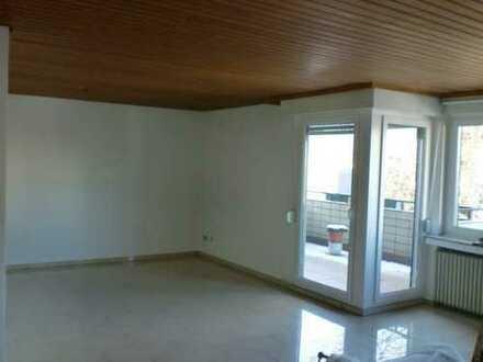 Hell vier Zimmer Wohnung mit Balkon