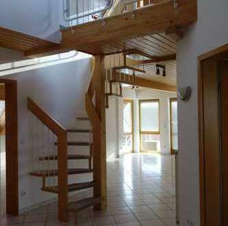 Exklusive, gepflegte 3,5-Zimmer-Maisonette-Wohnung mit Balkon und EBK in Schönaich