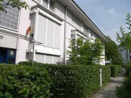 helle Terrassenwohnung, stadtnah mit kleinem Garten und Hausmeisterservice