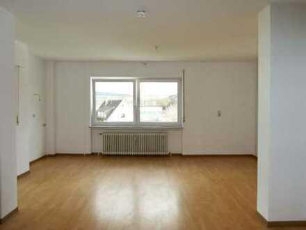 AUMÜLLER-Immobilien - Gepflegte 3-Zi-Wohnung mit charmantem Wintergarten und Garage