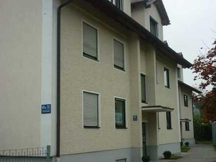 Schöne, helle Drei-Zimmer-Wohnung im Hochparterre mit Einbauküche
