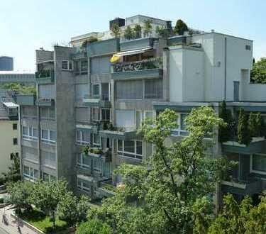 Westend: Großzügige 4-Zimmerwohnung mit West-Balkon und Tiefgaragenstellplatz