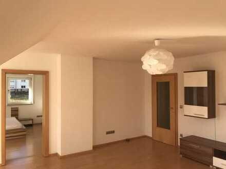 Preiswerte, geräumige und neuwertige 3-Zimmer-Wohnung mit Balkon und Einbauküche in Aresing