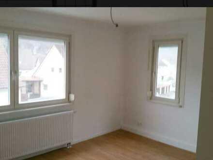 Freundliche 4-Raum-Wohnung mit EBK und Balkon in Oberndorf