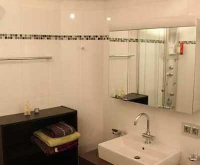 Modernisierte Wohnung mit zwei Zimmern sowie Balkon und Einbauküche in Memmingen