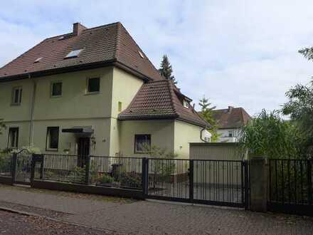 Doppelhaushälfte aus den 20ger Jahren in ruhiger Lage mit Blick ins Grüne