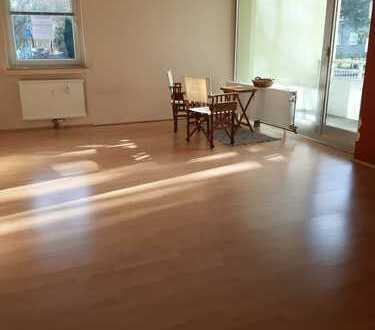 Freundliche helle 3-Zimmer-Hochparterre-Wohnung mit Loggia und Garage in Unna