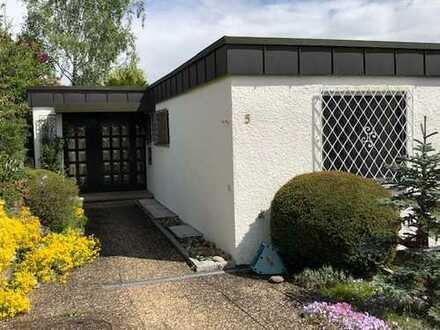 Tolles Einfamilienhaus mit Einliegerwohnung, Hobbyraum, Garten und Garage