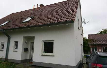 Schöne Doppelhaushälfte, vier Zimmern, Terasse, kleiner Garten in Recklinghausen (Kreis), Waltrop