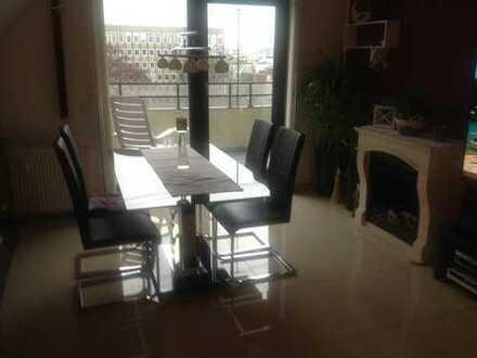 Attraktive 3,5-Zimmer-Dachgeschosswohnung mit Balkon und Einbauküche in Moers
