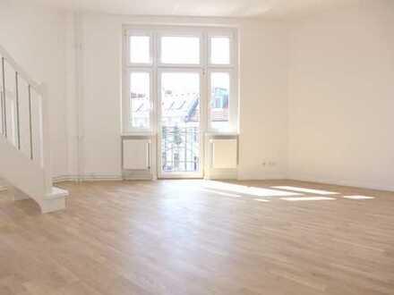 Erstbezug: Exklusive 3,5-Zi.-Dachgeschoßmaisonette mit Balkon, EBK & Weitblick!