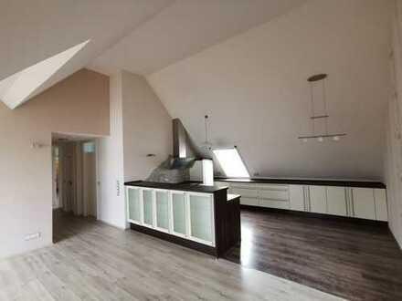 Neuwertige 4-Zimmer-Wohnung mit Balkon und Einbauküche in 64319, Pfungstadt