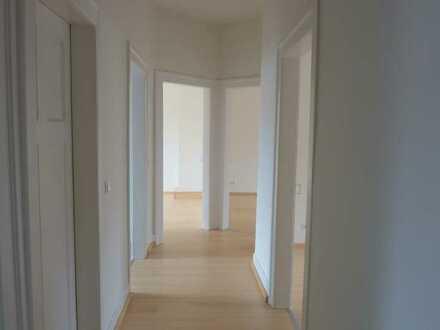 Helle vier Zimmer-Dachgeschoss-Wohnung in Karlsruhe, Weststadt