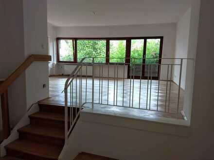 Gepflegte 3-Zimmer-Wohnung mit großem Wohnzimmer, großem Balkon und Gartennutzung in Neckarsteinach