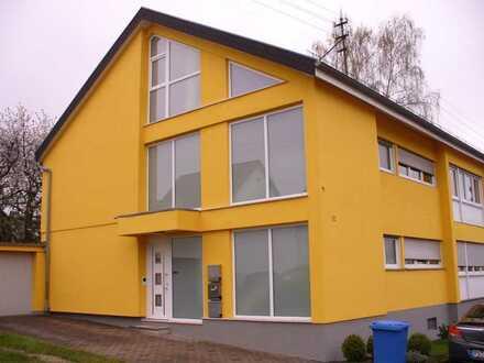 3 ZKB Dachwohnung mit großer Dachterasse und Einbauküche!