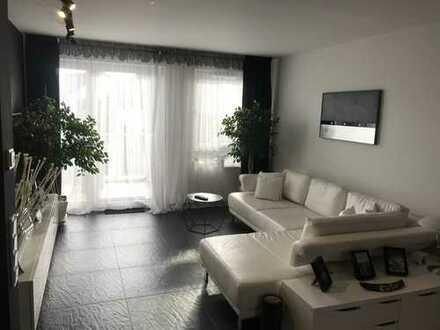 Exklusive, voll Möblierte geräumige und neuwertige 2-Zimmer-Wohnung mit Balkon und EBK in Wiesbaden
