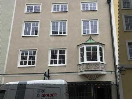 Erstbezug nach Sanierung: Ansprechende 2-Zimmer-Wohnung mit EBK und Balkon in Trostberg