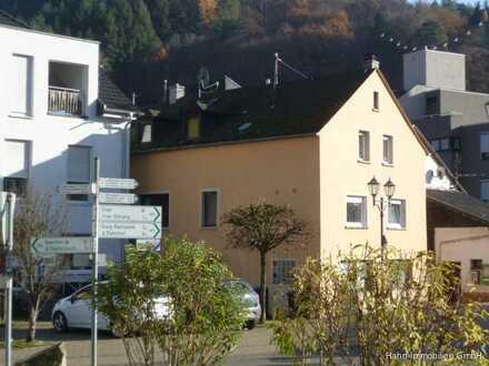 Zentralgelegenes, vielseitig nutzbares Mehrfamilienhaus in landschaftlich reizvoller Umgebung