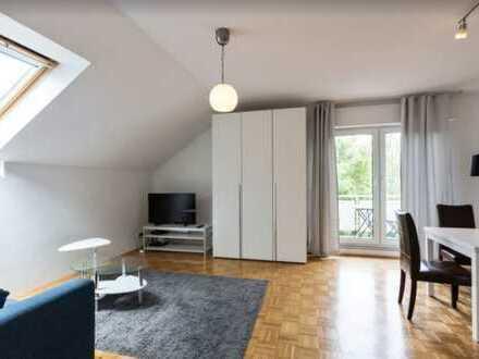 Möblierte Wohnung 5 Min von S Babelsberg und Potsdam Uni /Furnished Apartment in Potsdam Babelsberg