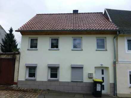 Neuwertiges Einfamilienhaus mit Garage in Glauchau