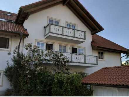 Gepflegte DG-Wohnung mit sechs Zimmern und Balkon in Berg bei 82386 Oberhausen