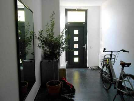 Geräumige, gepflegte 3-Zimmer-DG-Wohnung mit gehobener Innenausstattung in Ingelheim-Sporkenheim