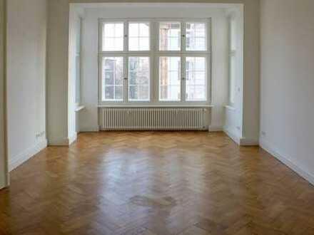 Schmuckstück: 4-Zimmer-Wohnung mit Balkon im Altberliner Wohnstil in Witzleben !!!!