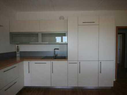 Sonnige Wohnung mit moderner Einbauküche!!