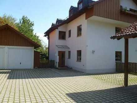 Geräumige 2 Zimmer-DG-Wohnung mit Garage und Kellerraum