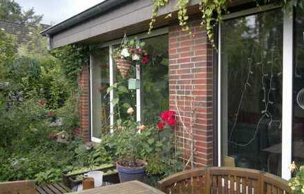 MR-Bungalow in Niendorf, Sackgasse, Wohnz. ca. 42qm, ca 200qm Garten, uneinsehb. Süd-West-Terrasse